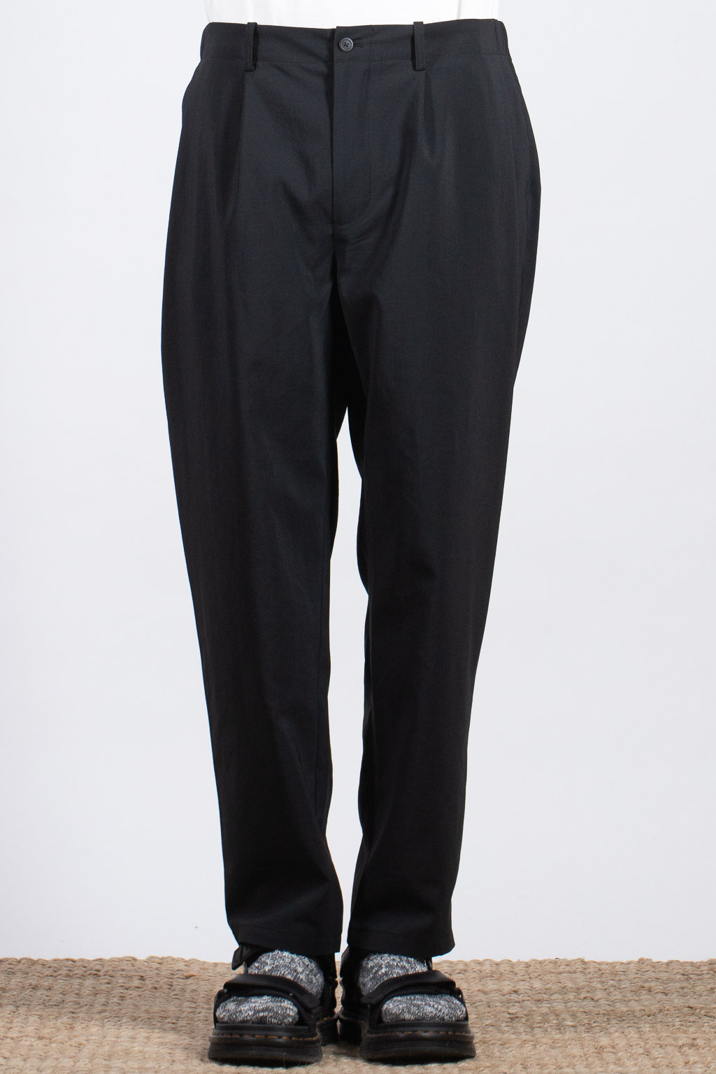 Still by Hand Deep Tuck Easy Pants - Black